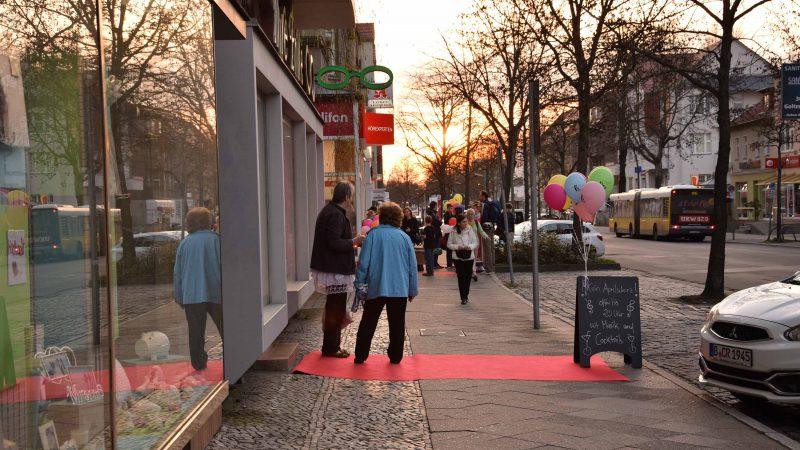 Rote Teppiche und Ballons auf der Bahnhofstraße (2017)