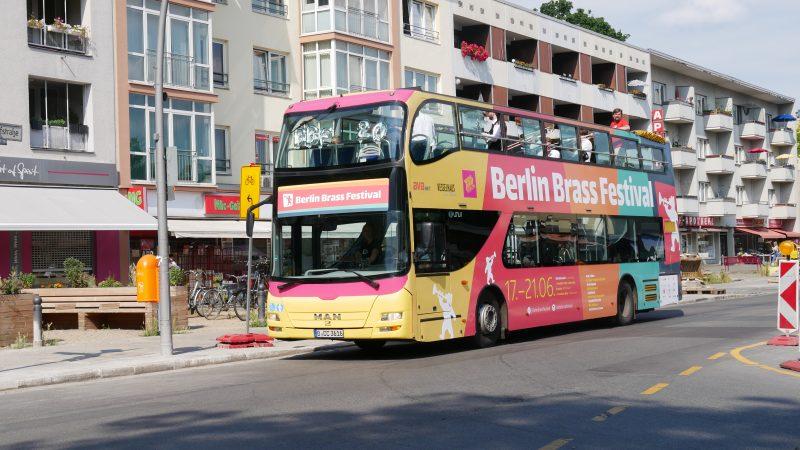 Berlin Brass Bus auf der Bahnhofstraße